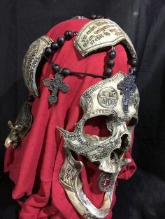 War Chaplain - REAL Human Skull Carved by Zane Wylie.my god its beautiful ❤️🖤❤️🖤 Skull Reference, Hand Reference, Pose Reference, Conquest Of Mythodea, Character Concept, Concept Art, Real Human Skull, Carpeaux, Grandeur Nature