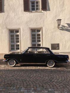 Slow Travel Vintage Stil, Vintage Cars, Carros Vintage, Mode Pastel, Auto Retro, Images Vintage, Pretty Cars, Classy Cars, Future Car