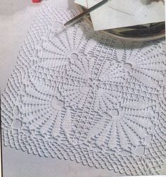 PALMETTO LEAVES DOILY CROCHET PATTERN