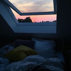 Cozy room - Via on bedroom interiordesign bed cozy window sunset pillows home Dream Rooms, Dream Bedroom, Pool Bedroom, City Bedroom, Garden Bedroom, Master Bedroom, Room Ideas Bedroom, Bedroom Decor, Night Bedroom