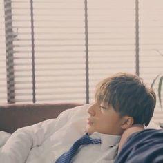 """R on Instagram: """"ㅤㅤㅤㅤㅤㅤㅤㅤㅤ 昨日の夜疲れて仕事から帰ってきて そのまんまソファーで寝ちゃったみたいな亜嵐。  寝てる顔も愛おしいなぁ🤤🧡 亜嵐くんも毎日お疲れ様😢✨   #generations #gene #ldh #alanshirahama #白濱亜嵐 #亜嵐くん…"""" Yamamoto, Anime Cosplay, Cool Stuff"""