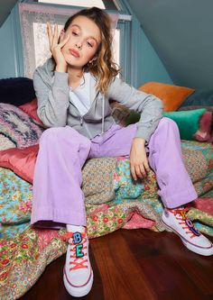 Millie Bobby Brown, Brown Converse, Browns Fans, Queen, Old And New, Photo Sessions, Role Models, Photoshoot, Actresses
