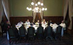26/7 - Jovens jantam com o Papa Francisco no Palácio São Joaquim.