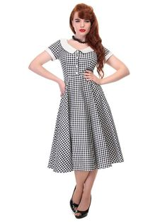 Discover head turning retro styles at Tiger Milly like this Collectif Madeline Black White Gingham Summer Dress. Robe Swing, Swing Skirt, Summer Swing Dresses, Sweet Style, My Style, Retro Fashion, Vintage Fashion, Gingham Dress, Looks Great