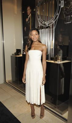 The best strapless white dresses to wear for Summer.