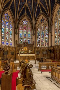 Love the way this church looks Cathedral Architecture, Sacred Architecture, Beautiful Architecture, Beautiful Buildings, Architecture Details, Stained Glass Church, Montreal Ville, Montreal Quebec, Houses Of The Holy