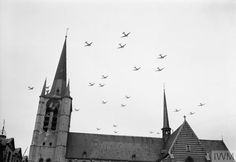 The British Army In North-West Europe American aircraft flying over Gheel in Belgium on their way to Holland for Operation 'Market-Garden' , 17 September Get premium, high resolution news photos at Getty Images Motor Radial, Airborne Army, Operation Market Garden, Modern Photographers, Tank Destroyer, Military Operations, Paratrooper, Royal Air Force, Photos Du