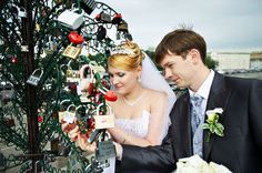 Russian Wedding Tradition: Love lock and throw away the key- Awesome!