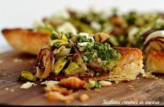 Sfogliata vegetariana con verdure grigliate, pesto al prezzemolo e mozzarella di bufala