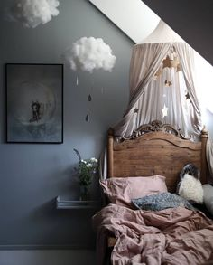 How pretty is this little girl's room by 👈🏻 Midnatt Wilted Organic single duvet available online 💕 . Kids Bedroom Sets, Baby Bedroom, Girls Bedroom, Kid Bedrooms, Childrens Bedroom, Bedroom Furniture, Bedroom Decor, Wall Decor, Wall Art