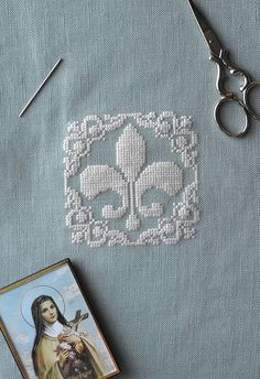 Fleur De Lis ~ Free PDF Cross Stitch Pattern! Stitch it with white silk or DMC floss on French-blue linen or work it in your favorite colors!