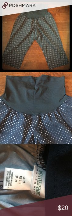 Motherhood Maternity 2X polka dot Capri Pants Super cute and in very good used condition! Worn and washed once, they have no stains, tears, holes...and are comfy and cute to 👢! Perfect for the plus size expectant momma! From smoke and pet free home - thanks for looking 💕💕 Motherhood Maternity Pants Capris