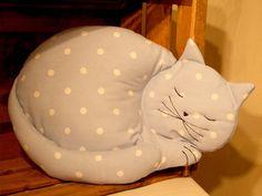 Dot-cat cushion