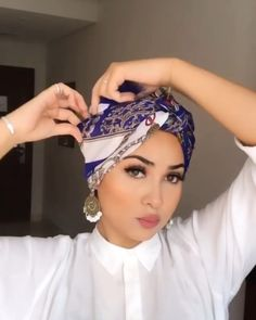 Hijab Turban Style, Turban Outfit, Mode Turban, Hijab Chic, Hair Wrap Scarf, Hair Scarf Styles, Cara Hijab, Turban Tutorial, Casual Hijab Outfit