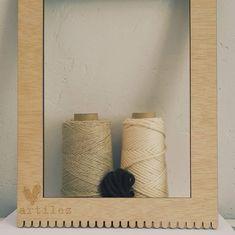 """225 Me gusta, 60 comentarios - Edurne (@artilez_tejiendo_emociones) en Instagram: """"~ CARTERA O TAPIZ ~ Esa es la cuestión..... Tenía ganas de probar a tejer algodón y lino con mis…"""" Shelves, Instagram, Home Decor, Tapestries, Weaving Looms, Weaving, Tejidos, Shelving, Decoration Home"""