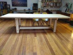 Superbe table de repas en chêne massif de pays , dimensions sur mesure , finition au choix Dimensions, Office Desk, Dining Table, Furniture, Home Decor, Solid Oak, Solid Wood, Meal, Desk Office