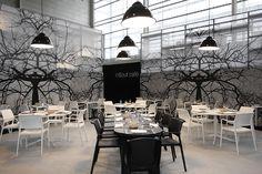 FP Collection Ara kunststof stoelen en Ypsilon tafels