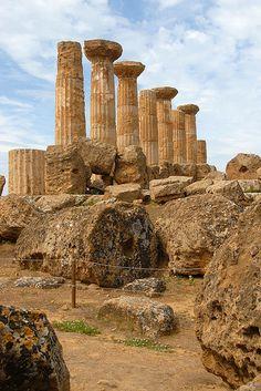 Temple of Hercules - Agrigento, Sicily, Italy #agrigento #sicilia #sicily…