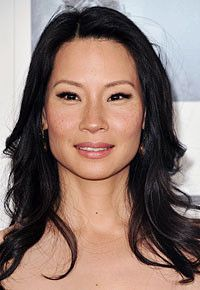 Lucy Liu the hot actress has a strong beautiful square face she rocks long black layers Haircut For Square Face, Square Face Hairstyles, Face Shape Hairstyles, Bun Hairstyles, Rectangular Face Hairstyles, Updo Hairstyle, Wedding Hairstyles, Lucy Liu, Diamond Face Shape