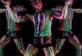 Schwarzlicht-Bodypaint-Performance