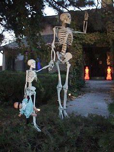 Top 14 Elegant Halloween Garden Decor With Skeleton – Easy Backyard Design Project - Way To Be Happy (6)