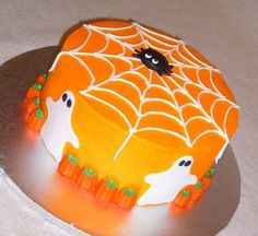 Where to Buy Spider Pumpkin Buttercream Fondant Ghosts - 2015 Halloween Candy Pumpkins Decor Halloween Desserts, Halloween Cupcakes, Bolo Halloween, Pasteles Halloween, Halloween Goodies, Halloween Food For Party, Halloween Candy, Halloween Cake Decorations, Easy Halloween Cakes