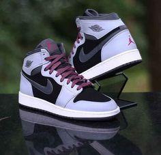 timeless design ed5aa 19c61 Details about Nike Air Jordan 1 Retro High Kid s Size 8.5Y Wolf Grey Black  332148-009