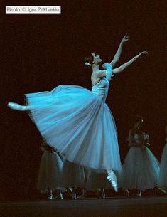Svetlana Zakharova as Giselle in Act II: No one deserves to break her heart and LIVE!