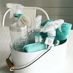 "Polubienia: 674, komentarze: 32 – A Bowl Full of Lemons (@abowlfulloflemons) na Instagramie: ""My cleaning caddy. #abowlfulloflemons #clean #cleaning #cleaningcaddy #mrsmeyers #homeorganization…"""