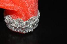 https://flic.kr/p/FHE61a | VELA ENROLLADA ROJA | Vela enrollada roja, decorada con una cinta plateada. Con aceite esencial 100% natural de naranja dulce. Tamaño: 45 x 50 mm. Ideal como decoración, tarjeta de mesa, regalo y aún como presente para clientes y empleados de tu empresa. Se puede también personalizar con una escrita.   Artesanal.  También en:  www.ilmiomondoincera.com