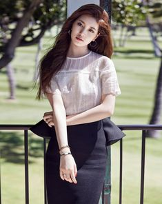 Today it's a polished look for Kpop performer and actress Suzy Bai. So pretty and elegant. -Lily. #Streetstyle #fashion