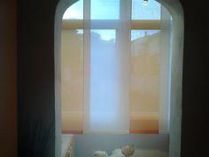 tende a pannelli corte in colore a contrasto su veranda Mirror, Furniture, Home Decor, Decoration Home, Room Decor, Mirrors, Home Furnishings, Home Interior Design, Home Decoration