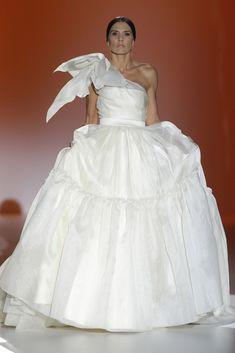 Juana Martín #azahar #pasarelagaudí2014 #barcelonabridalweek Dress Vestidos, Stunning Wedding Dresses, Bridal, One Shoulder Wedding Dress, Peplum, Fancy, Inspiration, Clothes, Collection