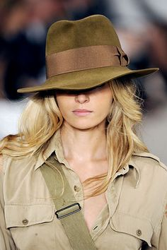 Ralph Lauren Spring 2009 Ready-to-Wear Collection Photos - Vogue Safari Chic, Mode Safari, Fashion Week, Fashion Models, Fashion Show, Beauty And Fashion, Womens Fashion, Fedora Hat Women, Classy Outfits