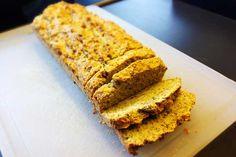 Paleo Brot: Glutenfrei, Getreidefrei, Laktosefrei. Dafür voller Ballaststoffe und Proteine. Kohlenhydratarmes Brot das richtig lecker schmeckt!