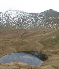 Llyn Cwm Llwch beneath #Cribyn and #PenyFan #breconbeacons on our way down http://ift.tt/2hdE9pK - http://ift.tt/1HQJd81