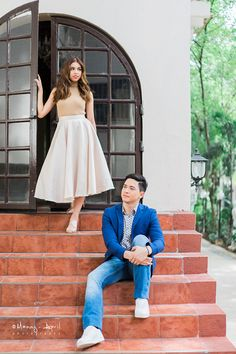 See the pre-wedding prenup photos of Alden Richards and Maine Mendoza of Aldub. Prenup Outfit Couple, Cute Couple Outfits, Pre Wedding Photoshoot, Wedding Poses, Wedding Shoot, Photoshoot Ideas, Wedding Blog, Couples Beach Photography, Wedding Photography