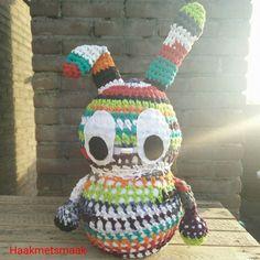 Van mijn zelfgemaakte T-shirt yarn haakte ik een XL-versie van haas Hansje! Hoe vinden jullie hem?  #haakmetsmaak #haas #haashansje #xl #hansjeXL #haken #hakeniship #hakenisleuk #haakverslaafd #amigurumi #crochet #crochetaddict #tshirt #recycle #tshirtyarn by haakmetsmaak