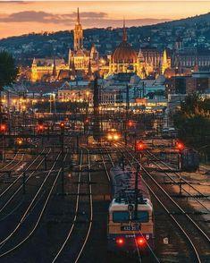 Budapest Hungary Budapest City, Visit Budapest, Montreal, Paris Skyline, New York Skyline, Destinations, Travel Goals, Week End, Romania