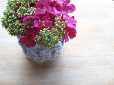 12 simple DIY flower arranging and jam jar upcycling projects Jam Jar Flowers, Diy Flowers, Flower Video, Flower Frog, Crafts For Teens, Fun Crafts, Creative Activities, Flower Tutorial, Flower Cards
