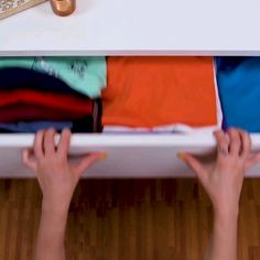 Folding Clothes To Save Space Drawers – folding Diy Organisation, Closet Organization, Simple Life Hacks, Useful Life Hacks, Hacks Diy, Home Hacks, Clothing Hacks, Diy Home Crafts, Diy Clothes