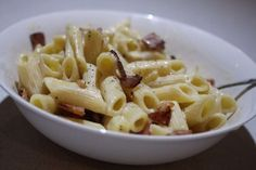 Spaghetti Carbonara is one of my favourite meals of all time (my whole family loves it as well). It is my go-to meal when I don't feel like cooking as it is just so easy to make (and thermie does most of the work).  You can freeze this once cooked, just add more milk when reheating