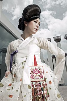 한복 Hanbok / White jeogori and white floral pattern chima / Traditional Korean dress