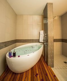 An infinity tub or an overflow tub is one that has no drainage. Instead, the water overflows the tub and drains beneath it where there's a platform. The water drains into the shower.