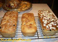 Αφράτο μυρωδάτο γλυκό σταφιδόψωμο, με φιλέ αμυγδάλου και σουσάμι. Νηστίσιμο.    Υλικά:  500 γρμ. αλεύρι σκληρό  260 γρμ. νερό Tasty, Bread, Food, Simple, Brot, Essen, Baking, Meals, Breads