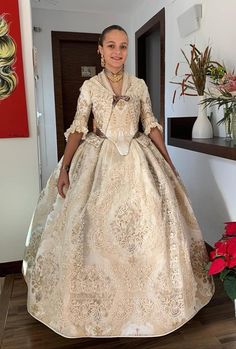 Fairytale Dress, Traditional Fashion, Belle Epoque, Ball Gowns, Formal Dresses, Lace, Valencia Spain, Fabric, Beautiful