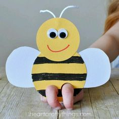 Incredibly Cute Bee Finger Puppets Craft It's clear we have a new favorite kind of craft in our house. Each new day brings new ideas for fun critters we want to make and our latest bee finger puppets are soooo Puppet Crafts, Craft Stick Crafts, Preschool Crafts, Easter Crafts, Craft Sticks, Paper Craft, Easter Art, Fun Crafts, Bee Crafts For Kids