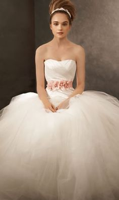 I think i want tulle on my wedding dress... Agh! Darn pinterst! I wanna get married! Haha