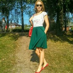 How amazing is that half-circle midi skirt with pockets in forest green color!!! Thank you for sharing, dear Rasa 😊❤