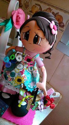 MI DOCTORA QUIN: FOFUCHA ARTESANA Foam Crafts, Diy And Crafts, Arts And Crafts, Clay Projects, Projects To Try, Doll Face Paint, Coloring Book Art, Crochet Diagram, Craft Tutorials